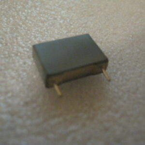 Condensatore Poliestere 100nF 400V Radiale