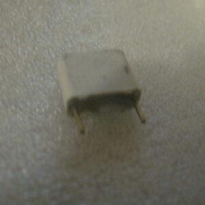 Condensatore Poliestere 18nF 630V Radiale