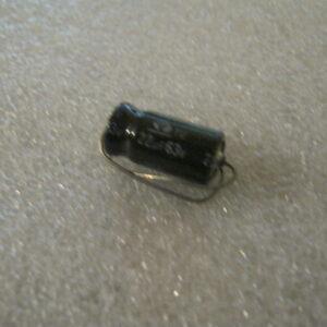 Condensatore Elettrolitico 22uF 63V Assiale
